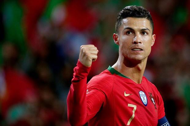Chỉ cần một hành động nhỏ, siêu sao Ronaldo khiến dàn nữ hậu bối xuýt xoa hạnh phúc - Ảnh 2.
