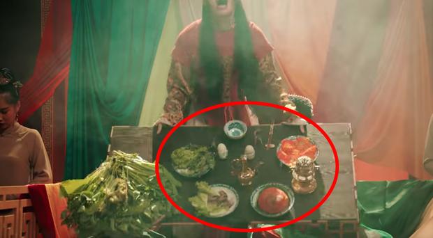 MV Tự Tâm hoành tráng tốn hàng tỷ đồng nhưng sao hoàng thượng Nguyễn Trần Trung Quân lại chỉ được ăn rau sống nguyên mớ thế này? - Ảnh 5.