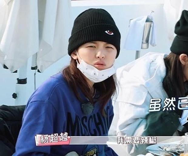 Lâm Tâm Như, Angela Baby, Địch Lệ Nhiệt Ba... khoe mặt ít son phấn trên show thực tế: Ai ấn tượng nhất? - Ảnh 11.