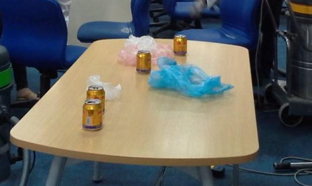 Ai cũng có những đồng nghiệp như thế này: Ly không rửa, rác không đổ, xung quanh chỗ ngồi là một kho chứa hàng bốc mùi chua loét! - Ảnh 12.