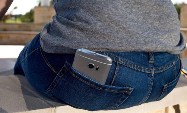 4 vị trí không nên đặt điện thoại nhưng nhiều người vẫn làm sai có thể gây nguy cơ vô sinh - Ảnh 4.