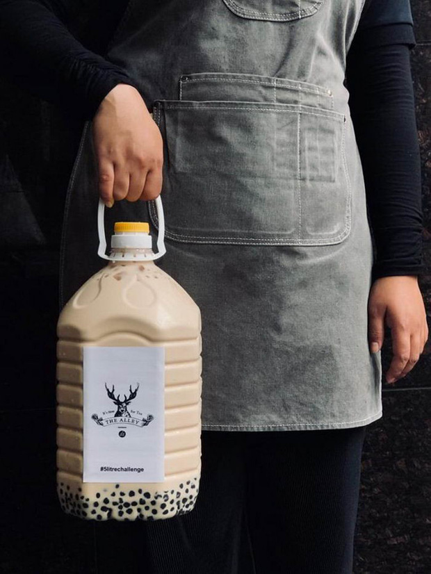 Xuất hiện trà sữa 5 lít siêu to khổng lồ ở Malaysia khiến dân tình đổ xô đi uống thử - Ảnh 8.