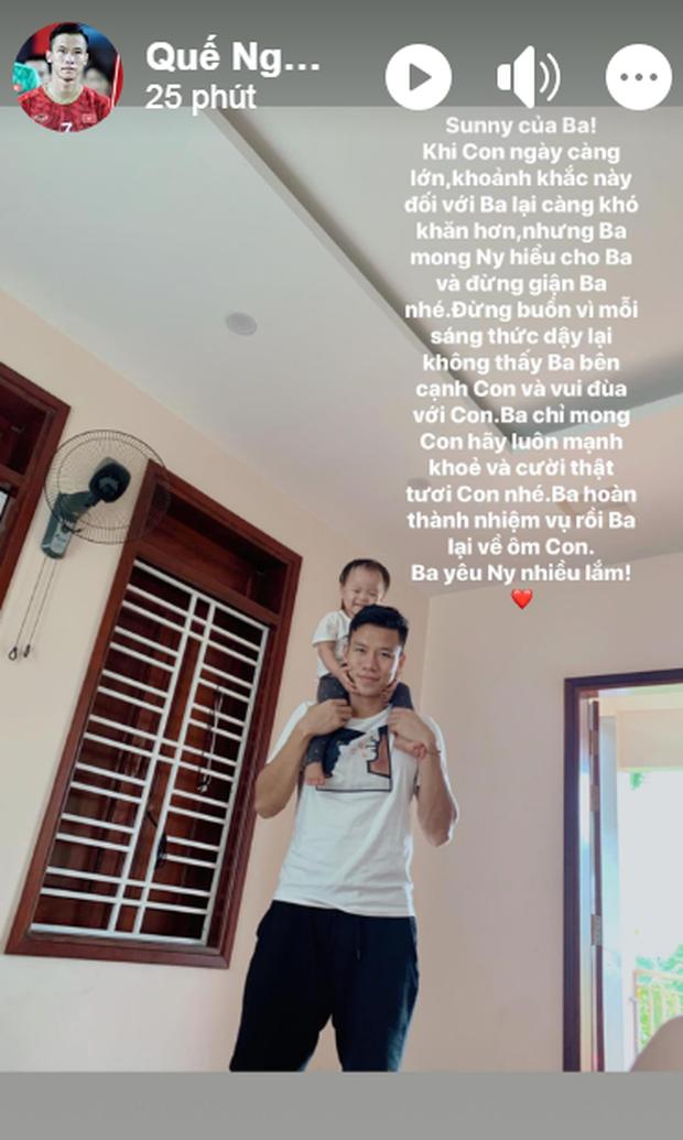 Đội trưởng tuyển Việt Nam nhắn nhủ với con gái đầy cảm động: Đừng giận ba nhé, hoàn thành nhiệm vụ rồi ba lại về ôm con - Ảnh 1.