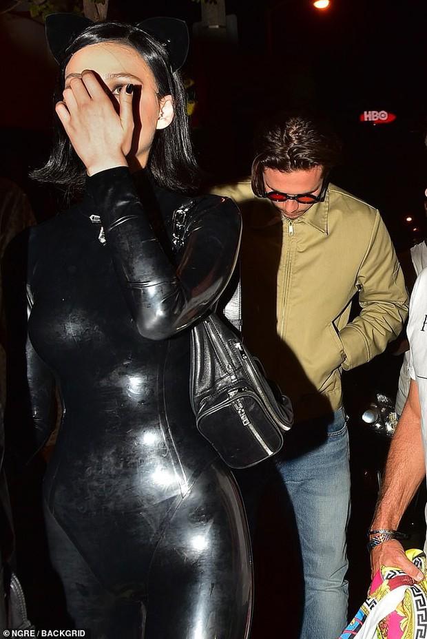 Mặc tin đồn hẹn hò xuất hiện liên tiếp, Brooklyn Beckham lại bị bắt gặp đi ăn tối cùng mỹ nhân Transformers - Ảnh 7.