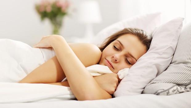 4 thói quen đơn giản giúp cho da không bị khô và nứt nẻ vào mùa lạnh - Ảnh 1.
