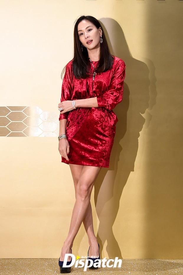 Sự kiện khủng toàn sao hot: Lisa (BLACKPINK) gây choáng với đôi chân siêu thực, lấn át cả vợ Jang Dong Gun và Suho (EXO) - Ảnh 6.