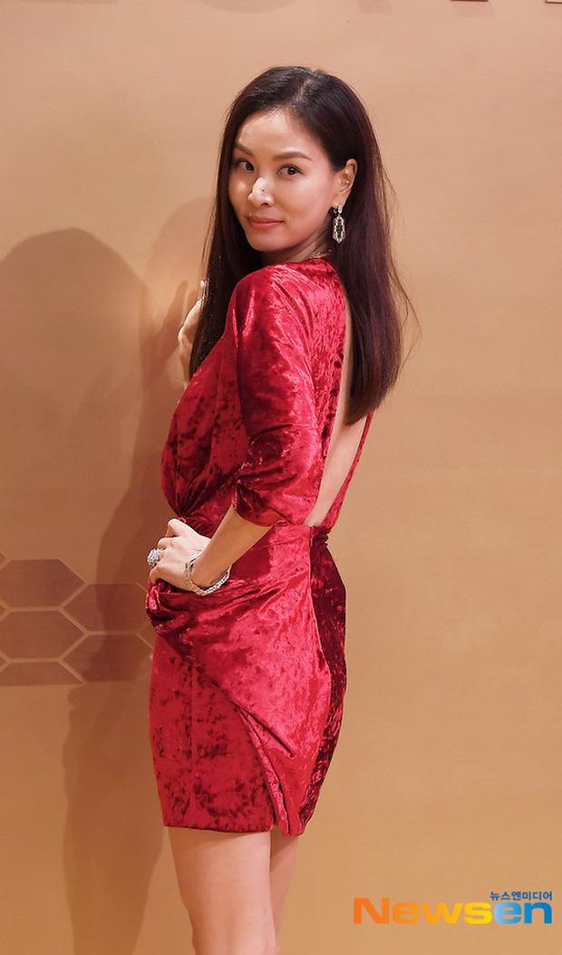Sự kiện khủng toàn sao hot: Lisa (BLACKPINK) gây choáng với đôi chân siêu thực, lấn át cả vợ Jang Dong Gun và Suho (EXO) - Ảnh 7.