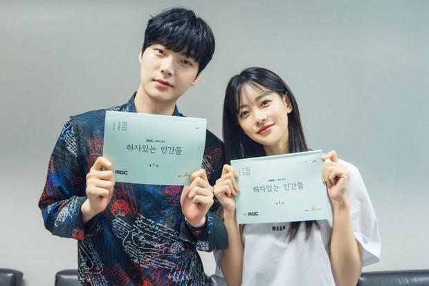 Đường đua phim Hàn tháng 11: Chị đại Ha Ji Won hứa hẹn so kè cực căng với dàn sao nam hùng hậu - Ảnh 19.