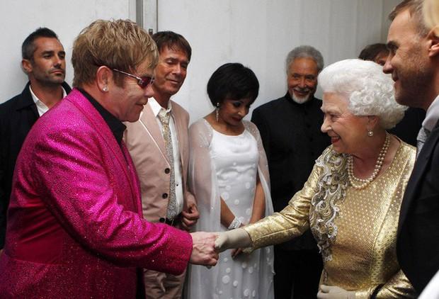 Style của sao Hollywood khi diện kiến Nữ hoàng Anh: Người chuẩn ngôi sao nghiêm túc, người sexy táo bạo không ngờ - Ảnh 5.