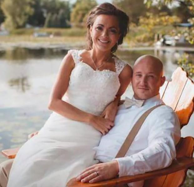 Vợ mất trí nhớ, chồng xuất bản tiểu thuyết nói về tình yêu của cả hai để vợ nhanh tìm lại ký ức - Ảnh 1.