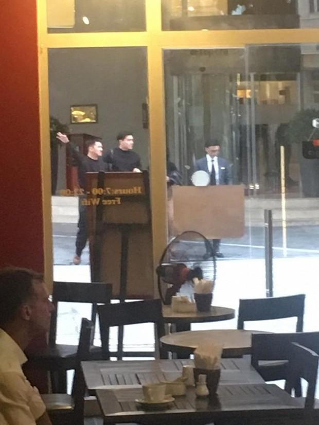 Xuất hiện hình ảnh Quang Đại mặc đồ đôi, bị fan bắt gặp vào khách sạn với Thiên Minh - hội mê trai đẹp lại được dịp đẩy thuyền  - Ảnh 1.