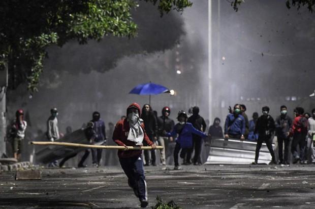Tuyển Việt Nam chưa biết đá với Indonesia ở đâu vì biểu tình chống luật cấm quan hệ trước hôn nhân - Ảnh 1.