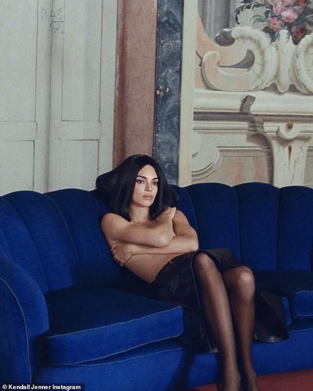 Đến ngất với bộ ảnh hậu trường của Kendall: Nude cũng không gây chú ý bằng ảnh cận mặt như tượng nữ thần Hy Lạp - Ảnh 1.