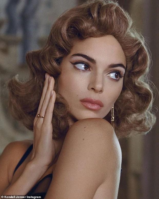 Đến ngất với bộ ảnh hậu trường của Kendall: Nude cũng không gây chú ý bằng ảnh cận mặt như tượng nữ thần Hy Lạp - Ảnh 7.