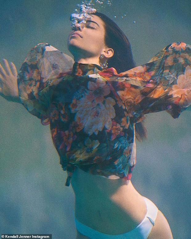 Đến ngất với bộ ảnh hậu trường của Kendall: Nude cũng không gây chú ý bằng ảnh cận mặt như tượng nữ thần Hy Lạp - Ảnh 8.