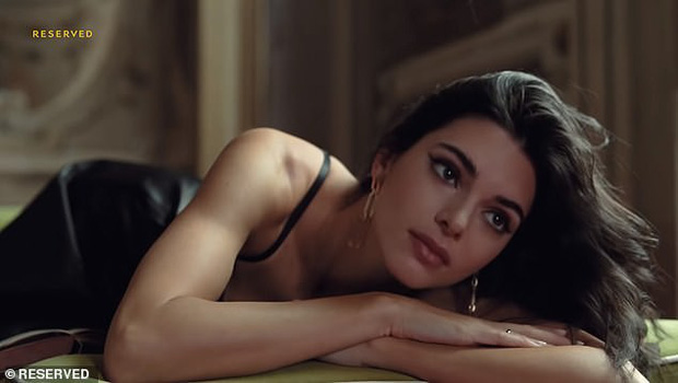 Đến ngất với bộ ảnh hậu trường của Kendall: Nude cũng không gây chú ý bằng ảnh cận mặt như tượng nữ thần Hy Lạp - Ảnh 5.