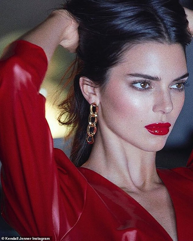 Đến ngất với bộ ảnh hậu trường của Kendall: Nude cũng không gây chú ý bằng ảnh cận mặt như tượng nữ thần Hy Lạp - Ảnh 6.