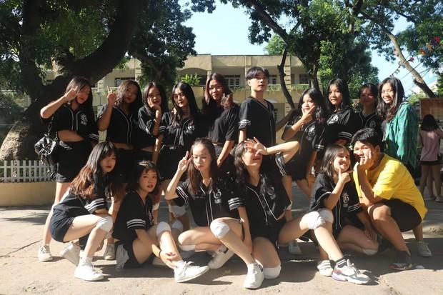 Kết hợp độc đáo giữa Reflection đình đám của ALiEN và bài thể dục giữa giờ, bản dance cover của học sinh Việt Đức nổi rần rần trên mạng - Ảnh 3.