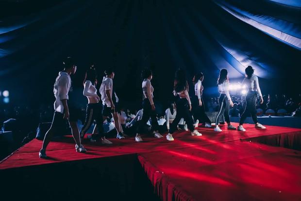 Kết hợp độc đáo giữa Reflection đình đám của ALiEN và bài thể dục giữa giờ, bản dance cover của học sinh Việt Đức nổi rần rần trên mạng - Ảnh 6.