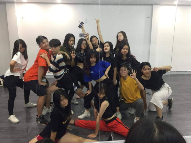 Kết hợp độc đáo giữa Reflection đình đám của ALiEN và bài thể dục giữa giờ, bản dance cover của học sinh Việt Đức nổi rần rần trên mạng - Ảnh 4.