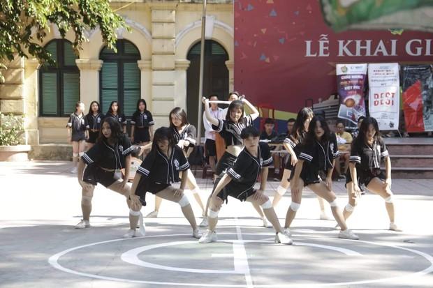 Kết hợp độc đáo giữa Reflection đình đám của ALiEN và bài thể dục giữa giờ, bản dance cover của học sinh Việt Đức nổi rần rần trên mạng - Ảnh 8.