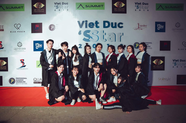 Kết hợp độc đáo giữa Reflection đình đám của ALiEN và bài thể dục giữa giờ, bản dance cover của học sinh Việt Đức nổi rần rần trên mạng - Ảnh 9.