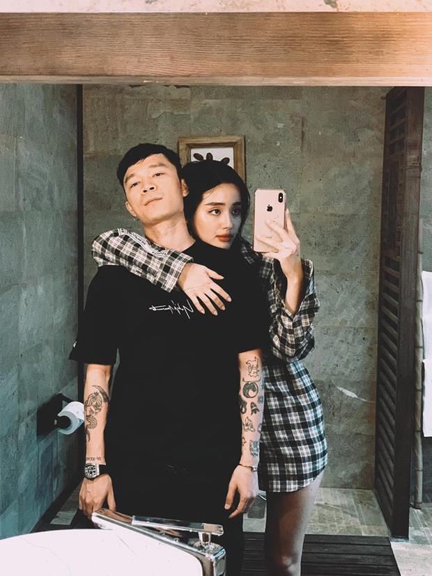 Bạn trai Khánh Linh chính là hình mẫu khiến mọi cô gái hạnh phúc: đi du lịch liền trở thành thợ ảnh cho người yêu, tay xách nách mang đồ không kêu ca gì - Ảnh 1.