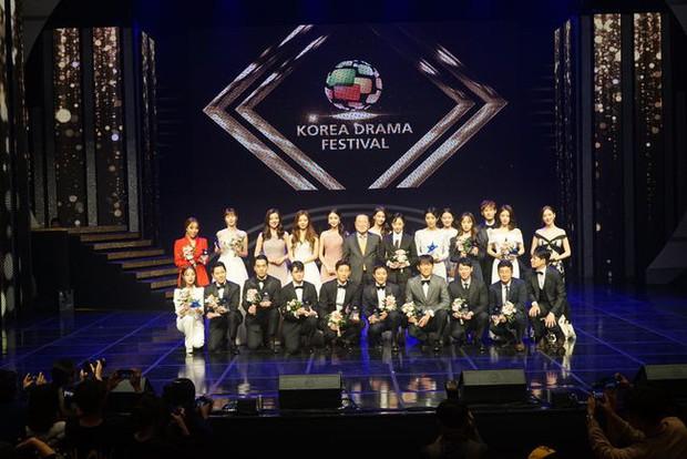 Hotel Del Luna trắng tay, SKY Castle thắng đậm tại giải thưởng truyền hình lớn nhất Hàn Quốc - Korea Drama Awards - Ảnh 1.