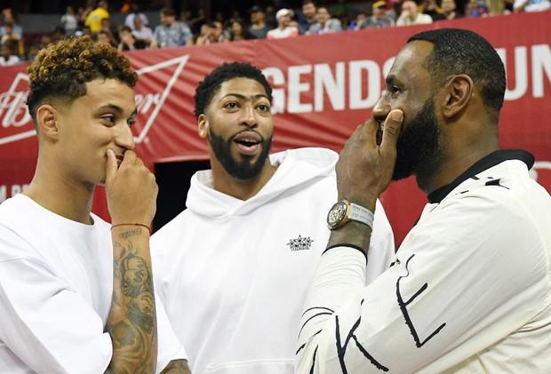 Sao trẻ điển trai của Lakers vớ bẫm với hợp đồng triệu đô cùng hãng thể thao nổi tiếng - Ảnh 2.
