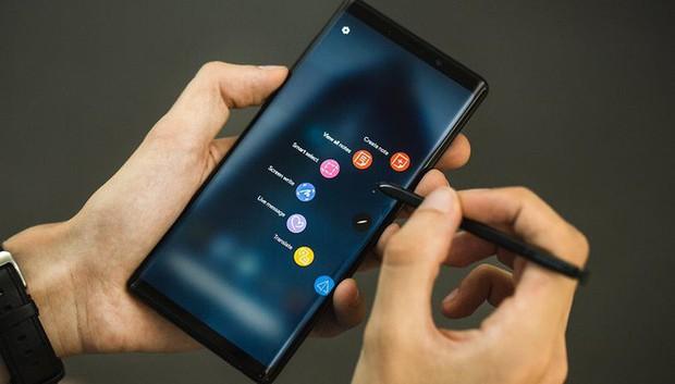 Samsung sẽ trở thành nạn nhân đầu tiên của Surface Duo! - Ảnh 2.