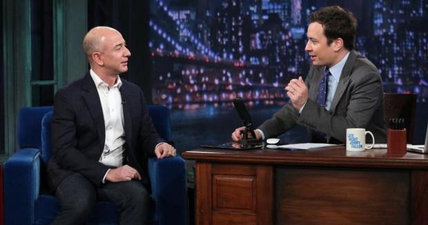 Nhìn lại những nấc thang 55 cuộc đời của tỷ phú Jeff Bezos: Từ gã bán sách bị Phố Wall mỉa mai đến vị trị số 1 chưa có người thay thế - Ảnh 8.