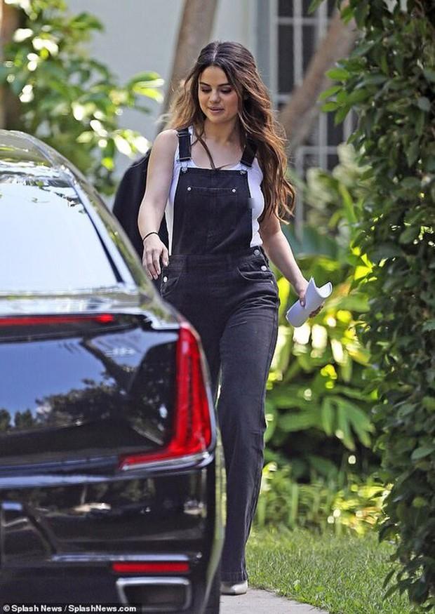 Chẳng hề suy sụp sau khi Justin Bieber cưới vợ, Selena xuất hiện xinh đẹp lộng lẫy, style lại còn hack tuổi miễn bàn - Ảnh 3.