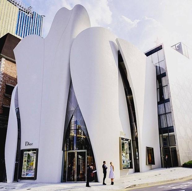 HOT: Ít ai biết thương hiệu Dior xa xỉ lại mở 1 quán cafe giữa lòng Seoul, độ sang chảnh thì khỏi phải bàn cãi - Ảnh 1.