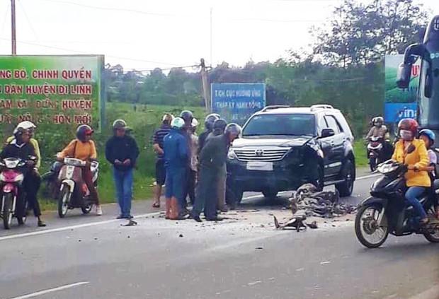 Tông vào ô tô, xe máy bốc cháy, người đàn ông tử vong tại chỗ - Ảnh 1.