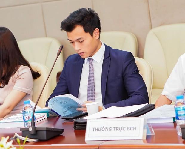 Thiếu gia vướng nghi án hẹn hò với Hoa hậu Tiểu Vy: Không chỉ là CEO 9X tài giỏi mà còn sở hữu phong cách thời trang lẫn body cực phẩm! - Ảnh 2.