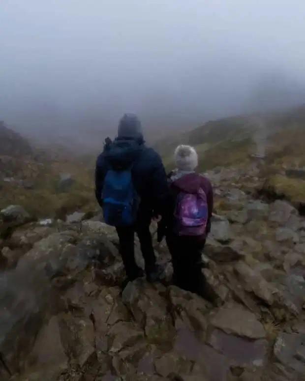 Nữ kế toán viên tử nạn thương tâm khi đang cùng bạn trai leo núi mạo hiểm - Ảnh 5.