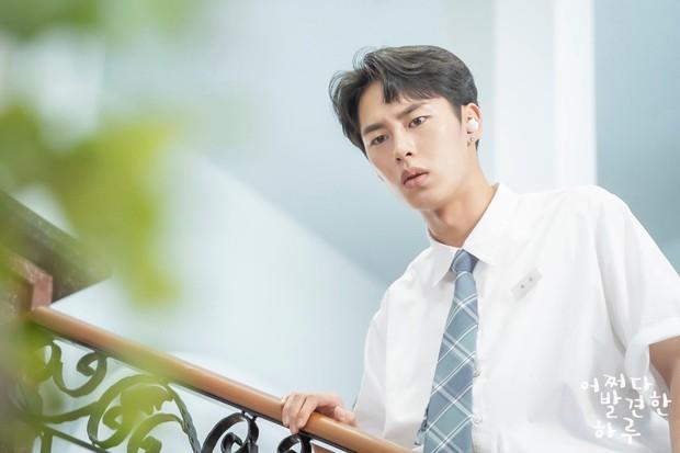 3 lý do vì sao trai hư Baek Kyung (Extraordinary You) bít cửa trước bạch mã hoàng tử Haru - Ảnh 1.
