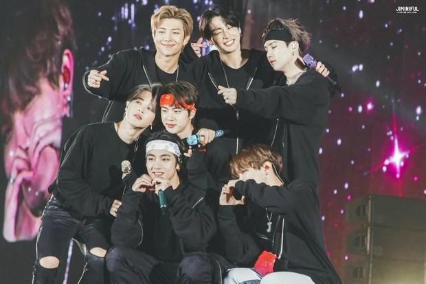 Nhìn chuỗi concert trăm triệu đô hiện tại của BTS, fan rưng rưng nhớ về hình ảnh fanmeeting với chỉ vỏn vẹn 32 fan tham dự - Ảnh 4.