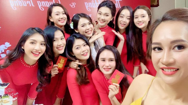 Top 5 Hoa hậu Hoàn vũ Việt Nam 2017 lên xe hoa, dàn mỹ nhân bưng tráp gây chú ý vì quá đỗi xinh đẹp - Ảnh 2.