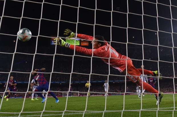 Messi tạo khoảnh khắc thiên tài, Barca đại thắng ở vòng 11 La Liga - Ảnh 5.