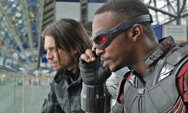 Chris Evans vẫn chưa hết duyên làm Captain America, dù có tuổi vẫn đủ sức đi đu đưa cùng hội BFF - Ảnh 3.