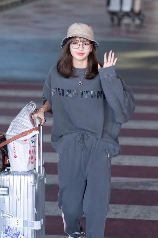 Có ai như Lisa (BLACKPINK), mặc đồ rộng thùng thình qua ống kính fan chụp vội cũng xinh cực phẩm đến mức này! - Ảnh 8.