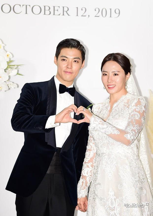 Dự hôn lễ mỹ nam giảm 15kg để lấy vợ, nữ hoàng sân băng Yuna bỗng bật cười khi cô dâu chú rể thề nguyện, lý do là gì? - Ảnh 1.