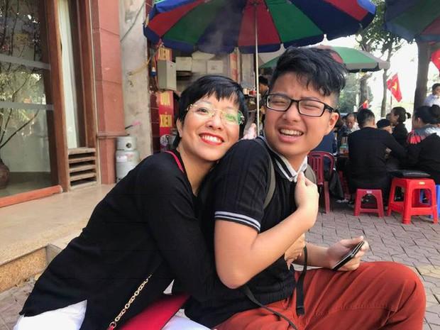 Con trai 18 tuổi chia sẻ chuyện tập hút thuốc, MC Thảo Vân phản ứng: Di truyền là có thật phải không bố Lý toét? - Ảnh 1.