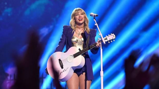 """Nóng: Taylor Swift chính thức nhận giải """"Nghệ sĩ của thập kỷ"""" tại lễ trao giải AMAs 2019, san bằng kỷ lục khủng với Michael Jackson - Ảnh 3."""