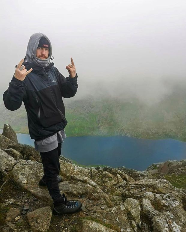 Nữ kế toán viên tử nạn thương tâm khi đang cùng bạn trai leo núi mạo hiểm - Ảnh 2.
