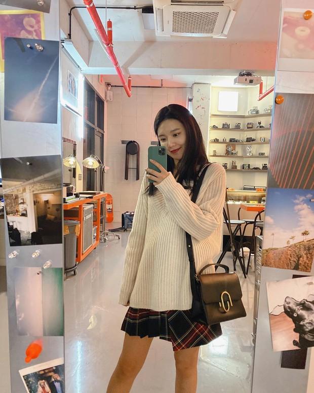 Ngắm 10 outfit xịn sò ngày se lạnh của sao Hàn, các nàng sẽ có ngay loạt công thức mix&match vừa xinh vừa chất - Ảnh 4.