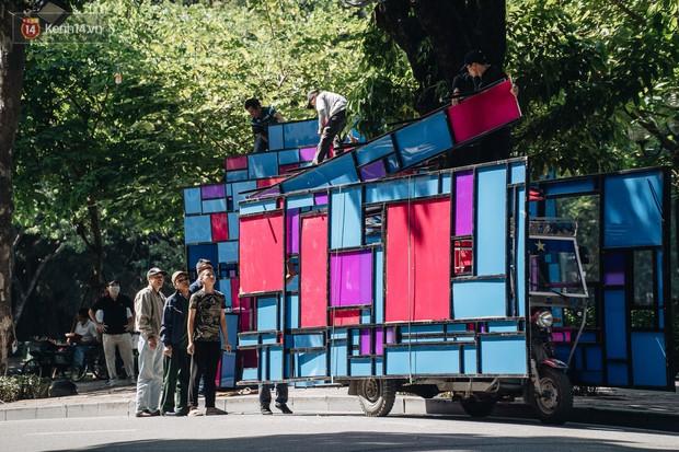 Thành phố Hà Nội buộc phải tháo dỡ tác phẩm nghệ thuật bên Hồ Gươm sau khi bị người dân phóng uế bên trong - Ảnh 4.