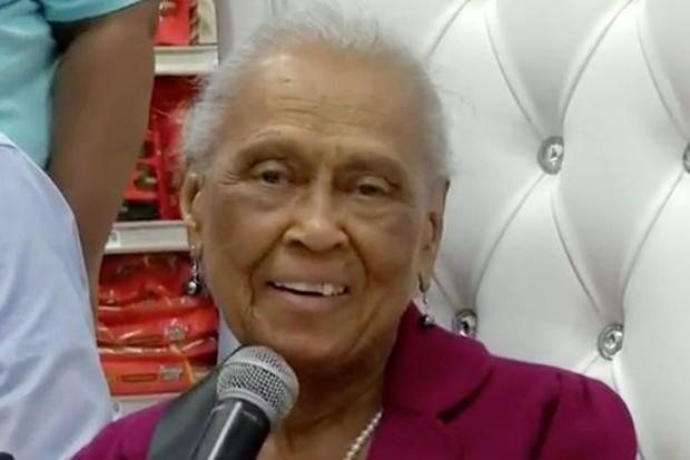 Cụ bà sống từ Thế Chiến 2 đến nay, vẫn lái xe đi làm ở siêu thị 20 giờ mỗi tuần - Ảnh 2.