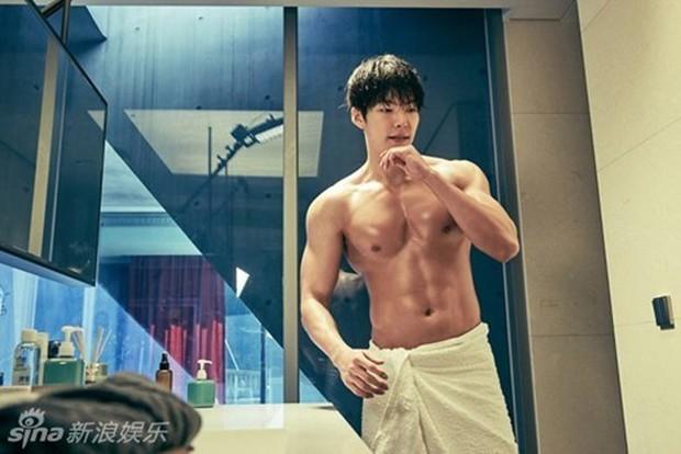 Màn lột xác body kinh điển của dàn nam thần xứ Hàn: Lee Min Ho và phó chủ tịch chưa khủng bằng Kim Woo Bin? - Ảnh 12.